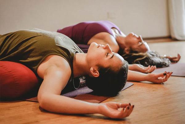 Le Yin : une pratique douce du yoga
